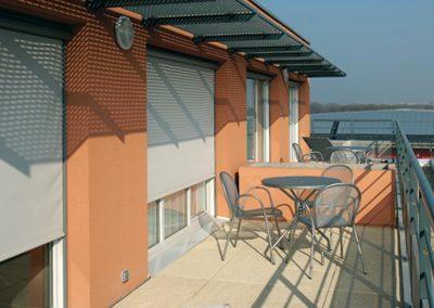 store-enrouleur-exterieur-pour-appartement-sur-terrasse-toile-technique-ferrari